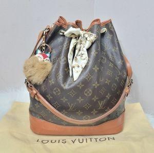 100% Authentic Louis Vuitton Monogram bucket bag